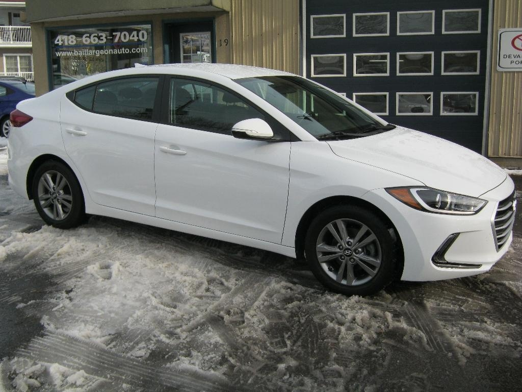 Photo - Hyundai Elantra 2017